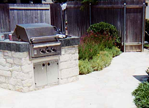 Outdoor Fireplaces & Bar-B-Que Pits